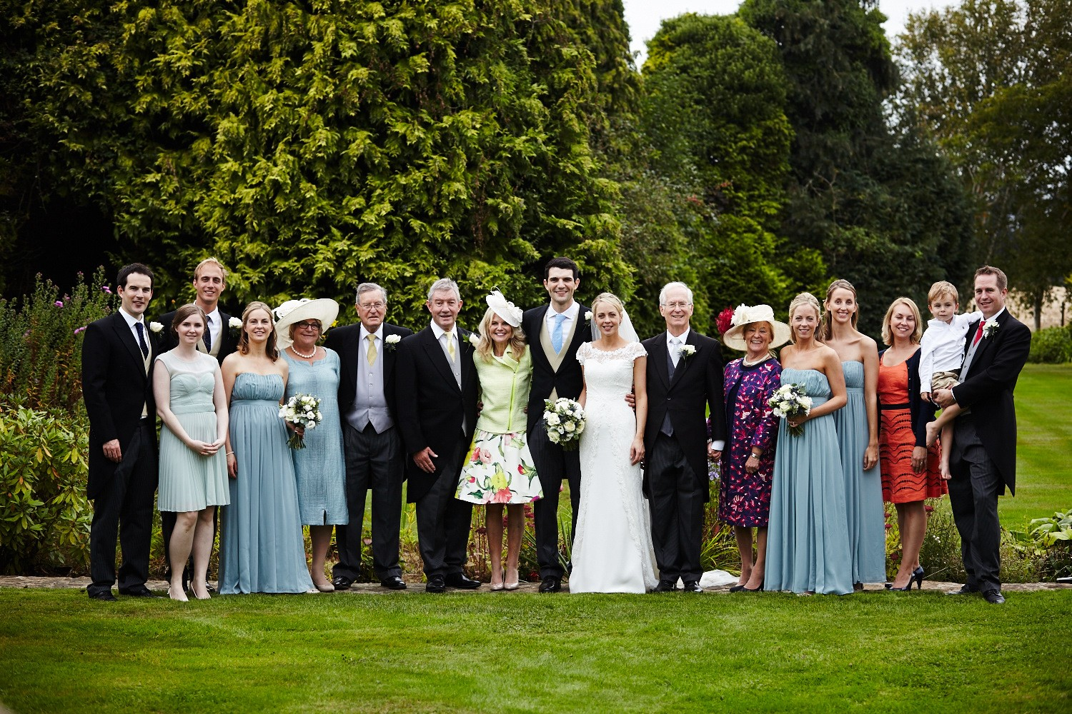10 Tips To Help Your Group Wedding Photos Run Smoothly